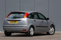 aparkers.bauercdn.com_Images_Archive_Ford_Focus_20Hatchback_Ford_focus_rearon.jpg